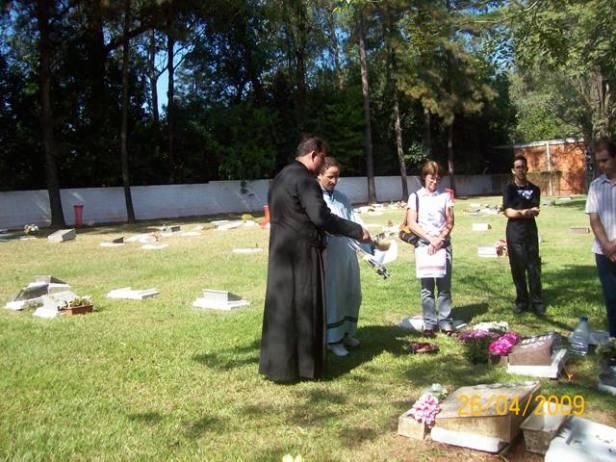2009-maio-visita-cemiterio (3)