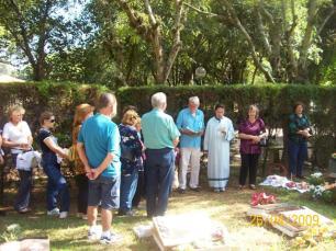 2009-maio-visita-cemiterio (7)
